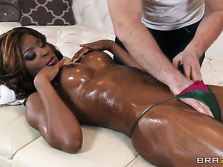Keiran Lee gets pleasure from fucking irresistibly sexy Jasmine Webbs face