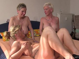 XXX Omas - Foursome fuck for naughty German blonde grannies