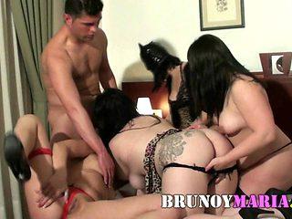 Mi amigo se Folla a la Vez a Cuatro Chicas de BrunoyMaria