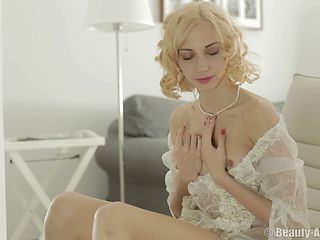 Steaming hot solo session starring amazing blonde babe Jenna