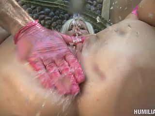 Juicy pussy throbbed hardcore before diva squirting in closeup shoot