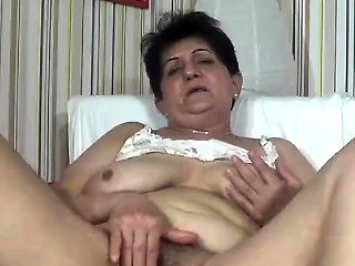 Horny mature webcam girl getting off with her dildo