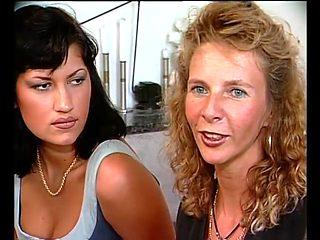 German Milf teachs German Girl