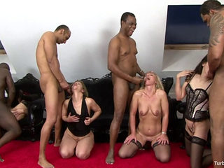 Ida Enjoys Group Sex With Czech Milfs