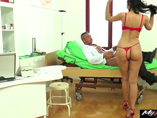 Hot Kira Queens Obsession For A Doctors Checkup