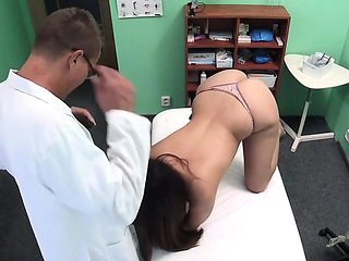 Doctor shoots sex with brunette patient