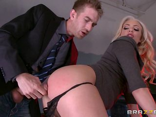 slutty dahlia craves for a hard dick