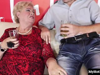These old ladies arent experienced porn stars