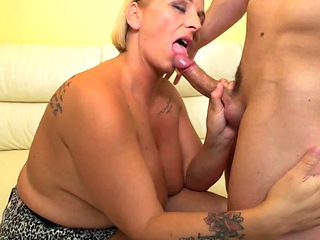 Fat Mature Orsina Seduced By Her Younger Friend
