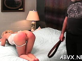 Woman endures stimulation in non-professional fetish episode