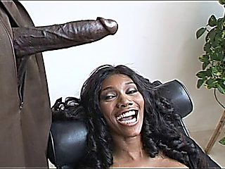 Nyomi Banxxx Is A M.i.l.f. Magnet
