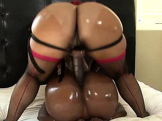 Two bootylicious bitches have some kinky fun