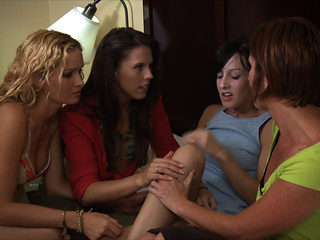 Moxxie Maddron & Amber Chase & Elise Graves & Prinzzess & Tammy & Naomi Doll & KC Kelly in Bus St...