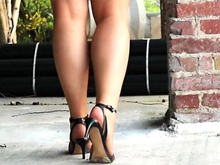 Voyeur Foot action with nylon feet of a horny milf