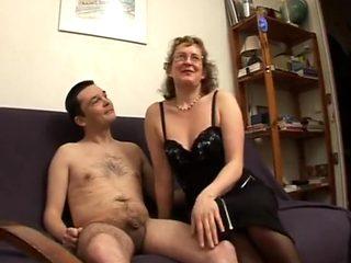 La chatte de l institutrice souillee devant son mari