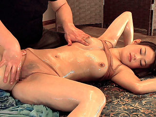 Housewife wants a relaxing massage - MilfsInJapan