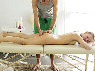 Massage client Nika enjoys deep pussy penetration
