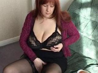 British Mature Amateur Toni Masturbating