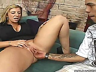 Sara Jay Teaches Her Client How To Stimulate Her Clit