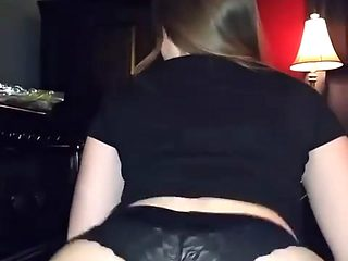 Sexy xxx video. Chubby showing her ass.