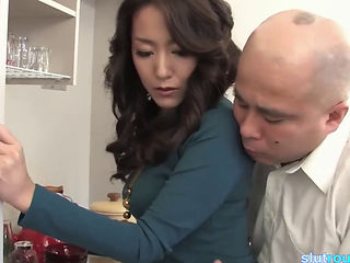 Japanese Housewife Gets A Creampie