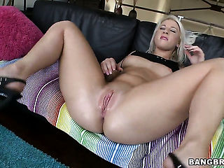Kimmy Olsen with bubbly butt and bald snatch fucking anally like it aint no thing