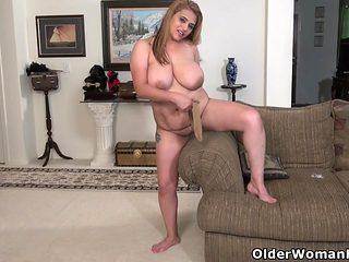 American BBW milf Mia Jones gets busy with dildo