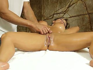 Arousing hottie Esperanza Gomez recives amazing massage combined with hardcore fucking