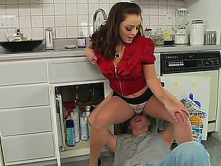 The awesome brunette pornstar Liza del Sierra gets licked at a kitchen by the Mark Wood
