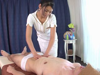 Happy ending handjob from the sexy Japanese masseuse