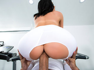 Jaclyn Taylor & Keiran Lee in His Wife Squats On My Dick - Brazzers