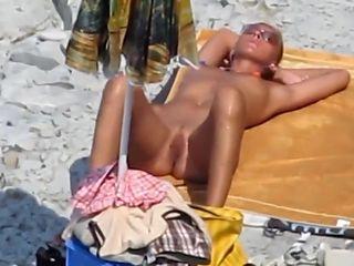 Beautiful Amateur Blowjob on a beach