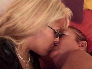French Lesbians R20