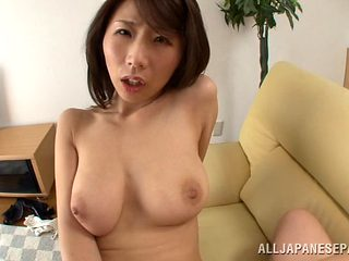 Confused Japanese babe gets her trimmed pussy pleasured