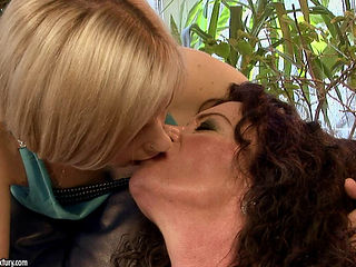 Mature And Teen Lesbians