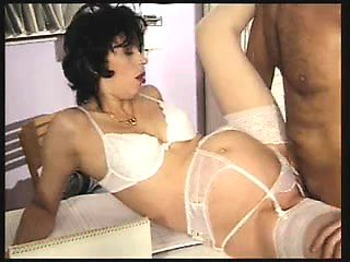 Hungarian pregnant cougar by the d Leonie from dates25com