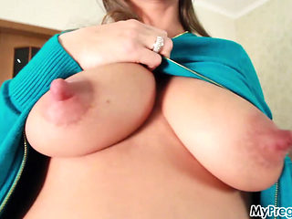 Pregnant Babe Oils Herself Up