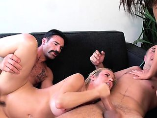 Foursome swinger action with squirting