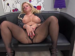 Old babe in crotchless pantyhose plays with her cunt