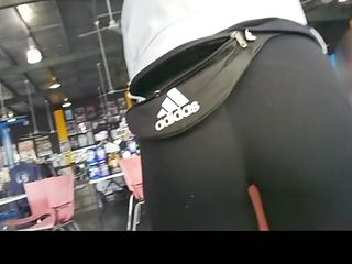 Girl with nice ass and cameltoe in gym