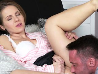 Husband with huge dick bangs housewife in bed