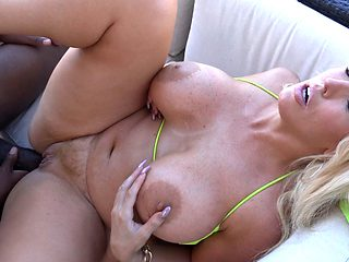 Busty cougar Alura moaning while ramming black rod