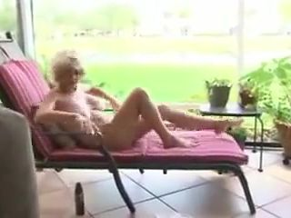 Gotta fuck this hot granny!