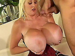Big Tits Kayla Kleevage 05