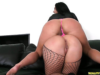 Brunette Bella Reese with round ass and shaved twat is an oral slut who knows what to do with Man...