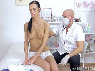 Petite black-haired chick getting shagged by her horny doctor
