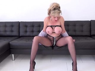 WORLD NYLONS on sexy Lady