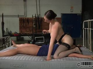 Facesitting mistress gets her hot cunt worshiped