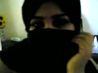 arab bbw whore in niqab plays with dick