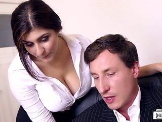 Looks Like July And Jason Are Going To Have Sex In The Office!